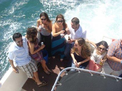 Yacht 2 Party Paseos en Barco