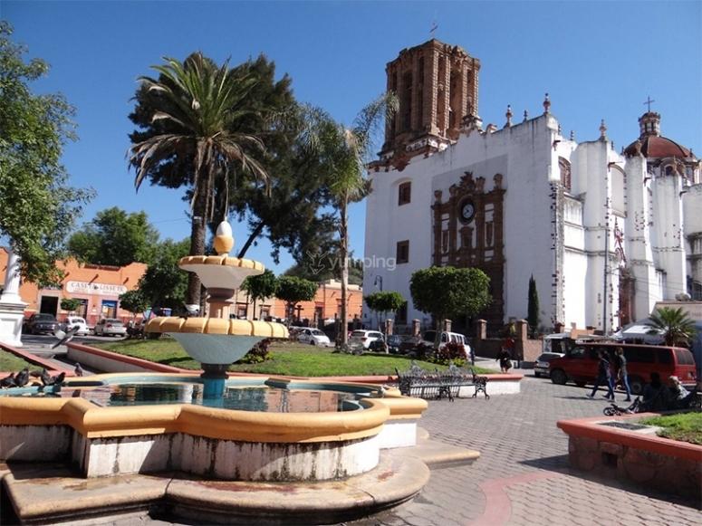 Visita el poblado de Zimapán