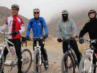 Cyclists in Trepa