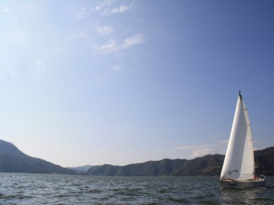 Sailboat trip in Valle de Bravo lake
