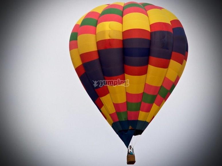 Fly in a private balloon