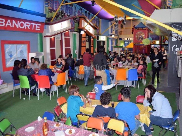 Salon de fiestas con invitados