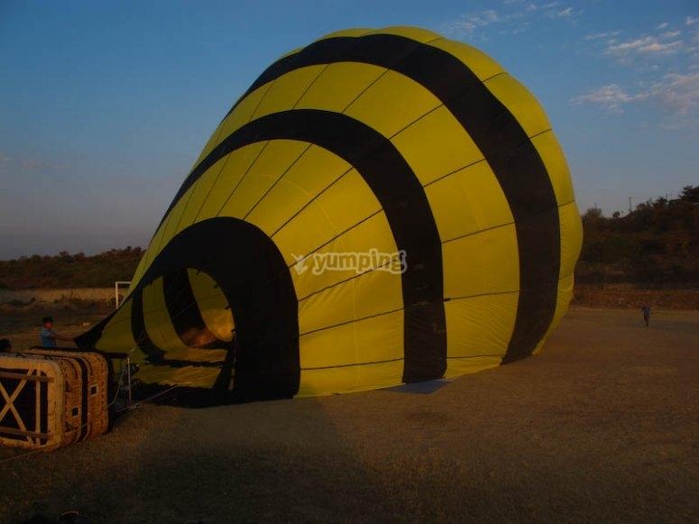Inflando el globo aerostático