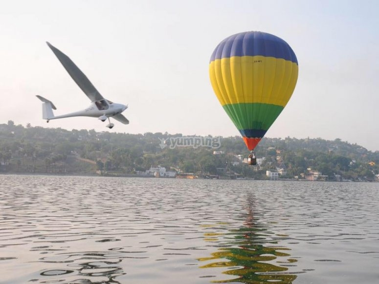 The best balloon flight over the lake