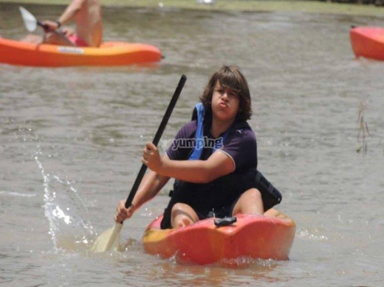 Kayaks en el camp