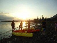 Kayaks a atardecer