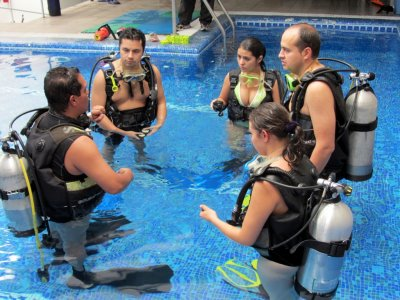 VIP scuba diving course for businesspersons