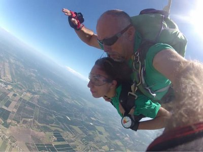 Tandem parachute jump in Monterrey with HD video