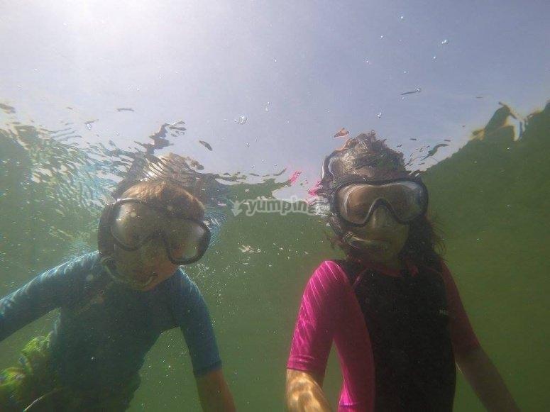 Probando el equipo de snorkel