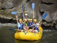 Grupo listo para rafting