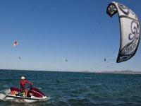 Experimentando kitesurf