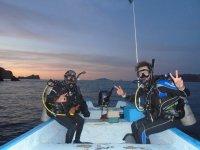 Night diving in La Paz