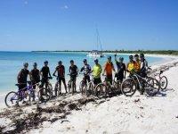 nada mejora al mar caribe en bici de MTB