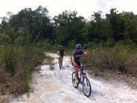 Pedaleando en la selva