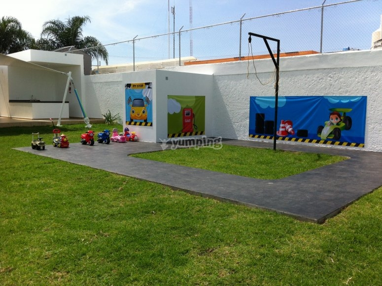 Piñatero and Track with trolleys