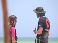 Attending to the tips of the kitesurf instructor