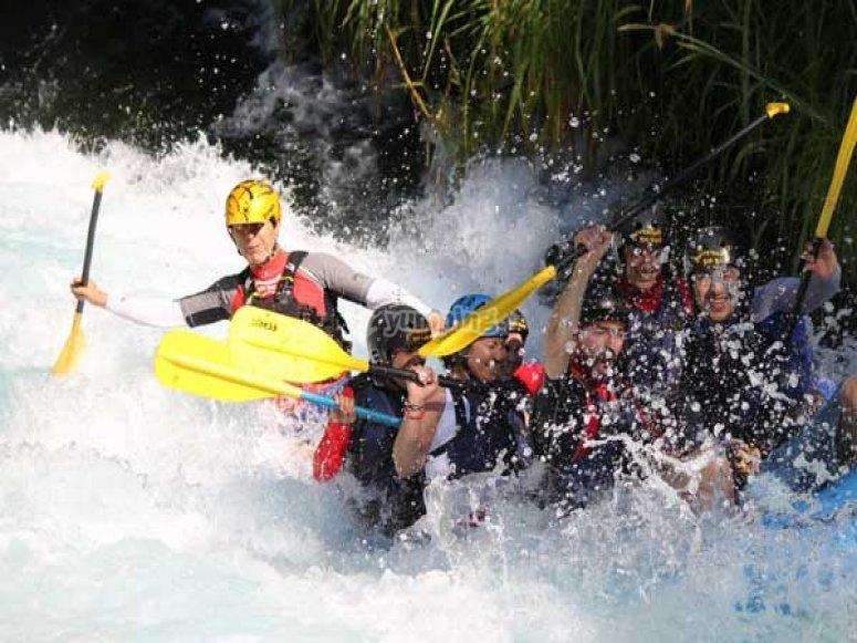rafting con diversion en rio