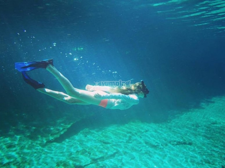 Discover the seabed with your snorkeling equipment