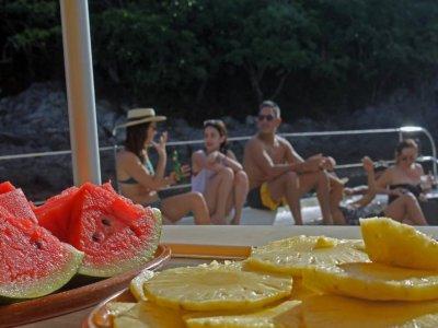 Paseo en catamarán y snorkel en Zihuatanejo niños