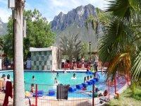 Water park with Monterrey wave pool