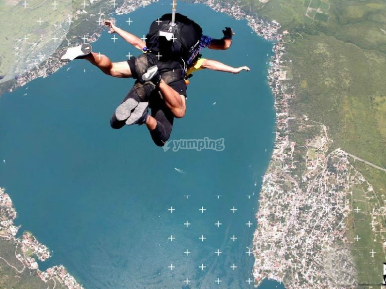 Skydiving over the Teques lagoon