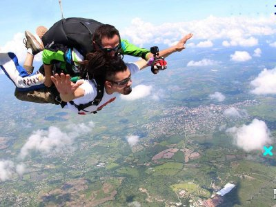 Parachute jump videos and photos Tequesquitengo