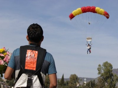 Paracaidismo Azteca en Chapala