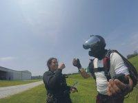 Disfruta la experiencia de saltar en paracaidas