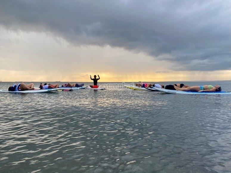 Practica Yoga a mitad del océano