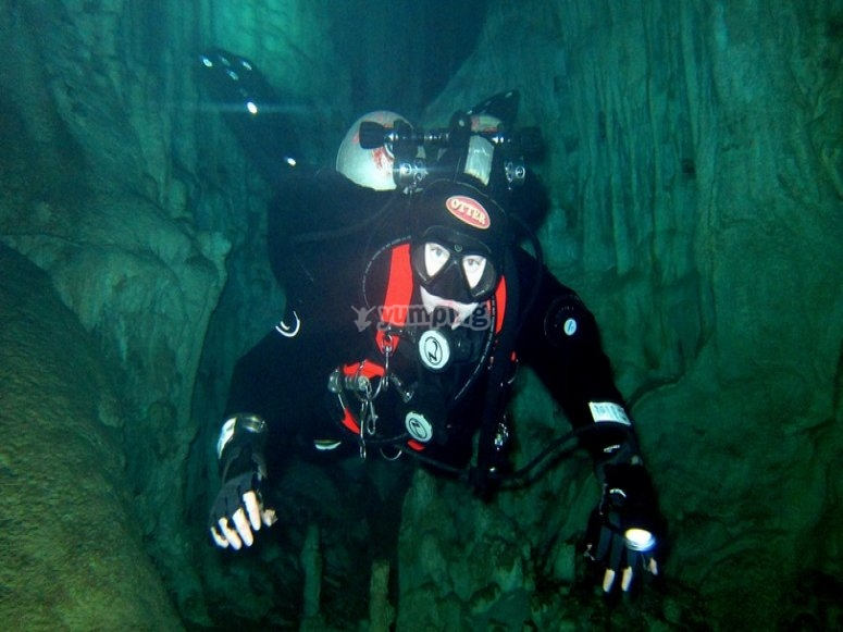 Dive in caves