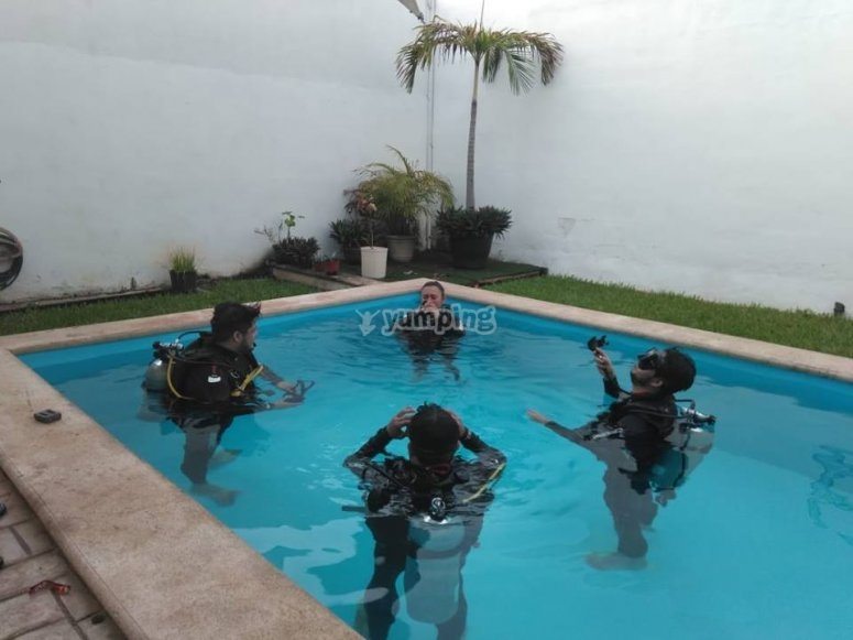 Confined water diving class Mérida