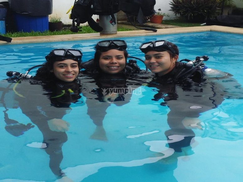 Merida group diving course