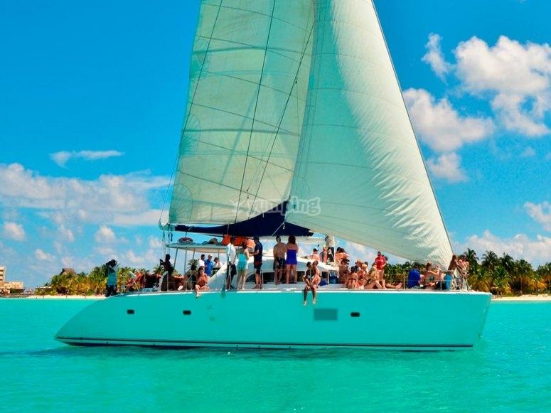 Fiesta en catamarán