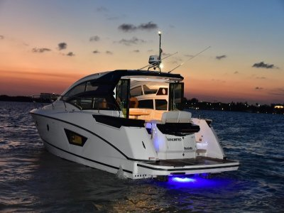 Yacht boat for 10 people in Cancún 4 hours
