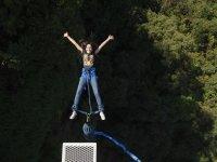 Saltando del bungee