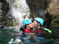 couple canyoning