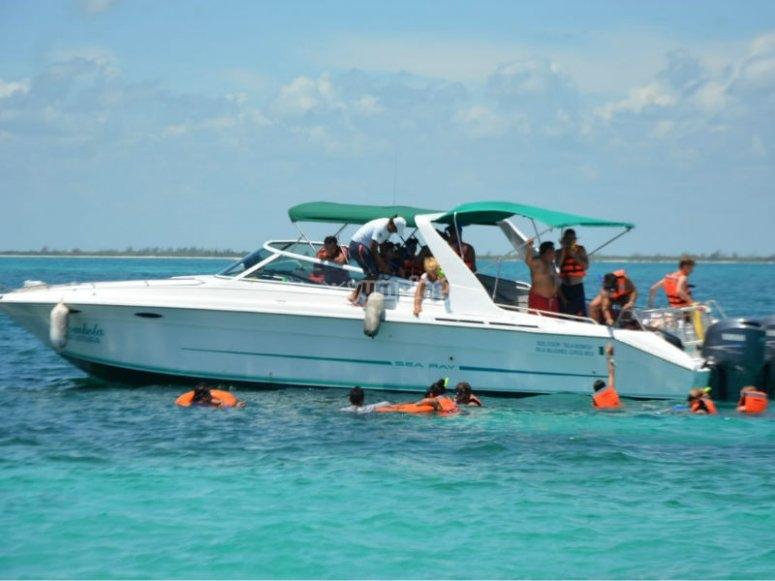 Paseo en lancha para llegar a Isla Mujeres