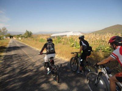 Tour bici en Ixtapan de la Sal y entrada balneario