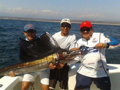 Salida de pesca 8 horas en yate privado Huatulco