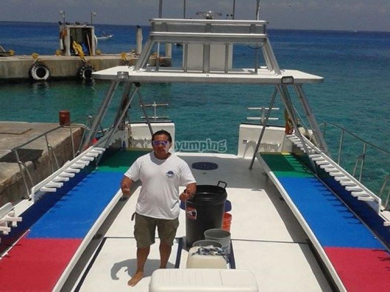 barco equipado de buceo