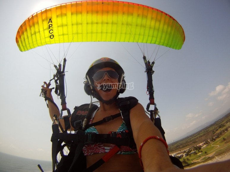 Having fun on a paraglide in Acapulco