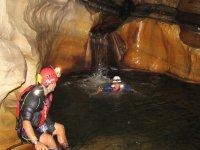 Cueva con rio