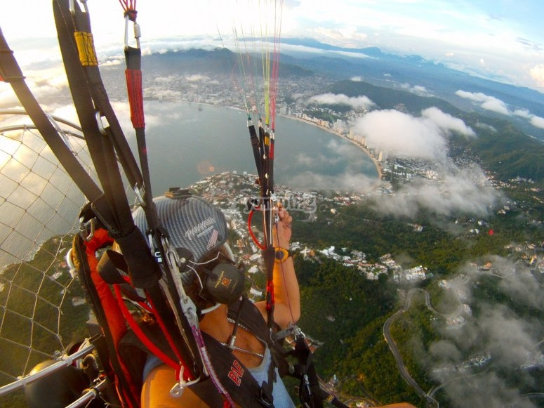 Paraglide in Acapulco