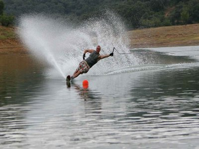 Waterskiing in Valle Bravo 1 Hour