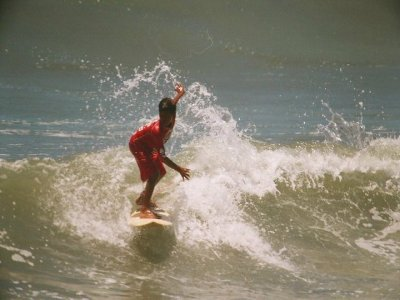 Clase de surf 80 minutos en Playa Diamante
