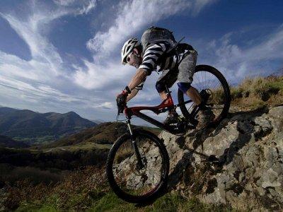 Tour en zona arqueológica de Moxbikil con tu bici