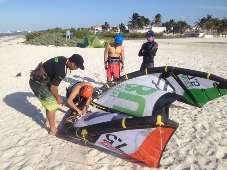 Learning to use the kitesurf equipment