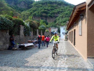 Ruta ciclista guiada por los barrios de Malinalco