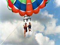 Viaje en parasailing para dos