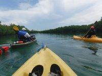 Disfrutando del kayak en nichupté